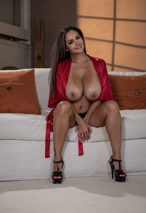 Ava Addams - Getting Her Beauty Peep (2018/MommyGotBoobs/BraZZers/SD)